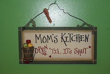 Moms Kitchen sign UTO